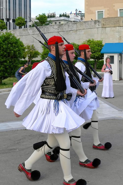 greek-traditional-clothes-evzones