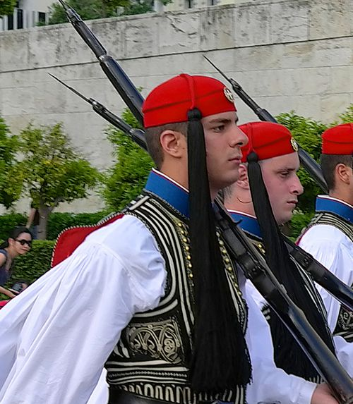greek-traditional-clothes-fez